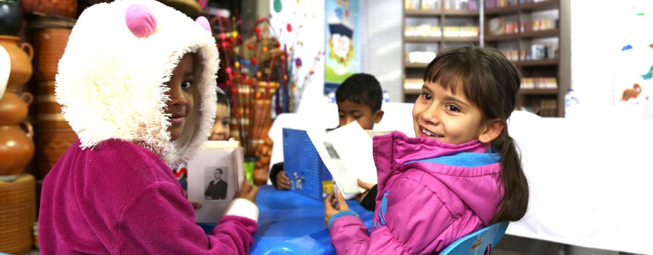 Alcaldia-Mayor-de-Bogota-entrega-5-nuevos-puntos-de-lectura-en-las-plazas-distritales-de-mercado