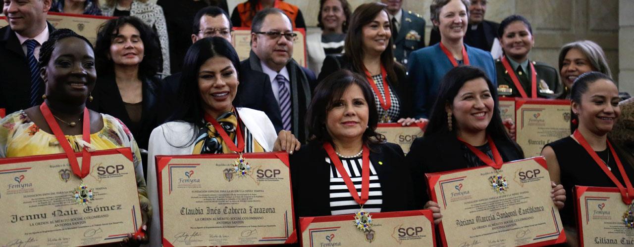 Gladys-Valero-directora-del-IPES-condecorada-en-el-Dia-Internacional-de-la-Mujer