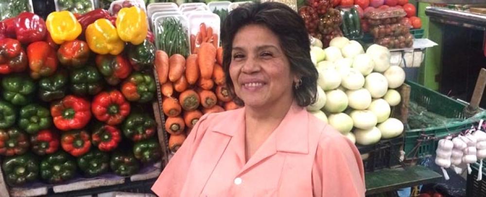Martha Livia, una mujer que siguió el legado de su madre después de 50 años de trabajo en la plaza 7 de Agosto