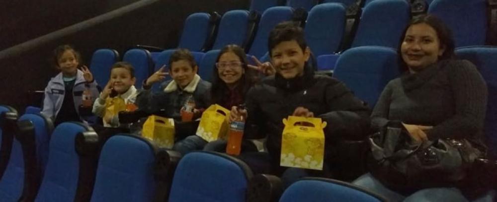 En el Mes de los niños, hijos de beneficiarios del IPES van al cine