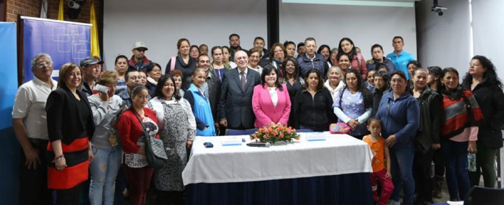 Vendedores beneficiarios del IPES reciben apoyo crediticio