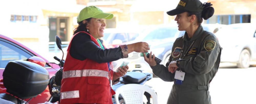 La Corporación de Industria Aeronáutica Colombiana recibe a los vendedores informales productores