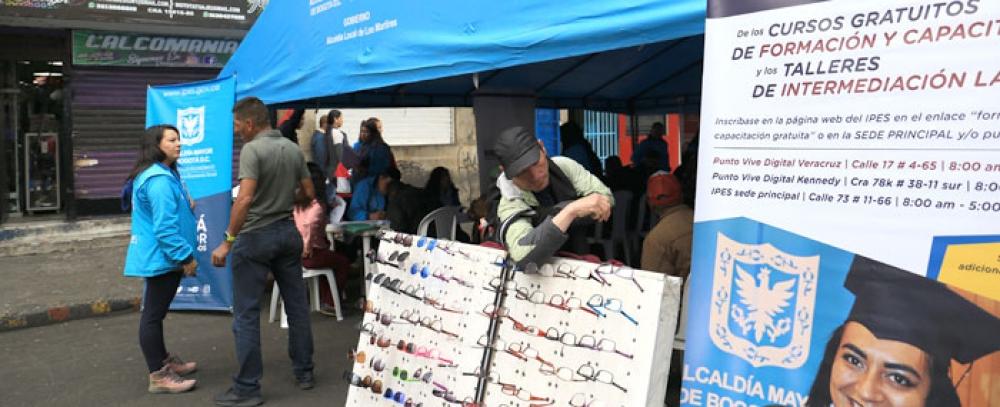 Vendedor informal prepárese rueda de empleo en la localidad Tunjuelito