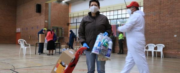 5.064 vendedores informales reciben ayudas y kits de aseo en medio de la cuarentena