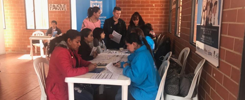 Alcaldía de Bogotá organiza rueda de empleo para vendedores informales