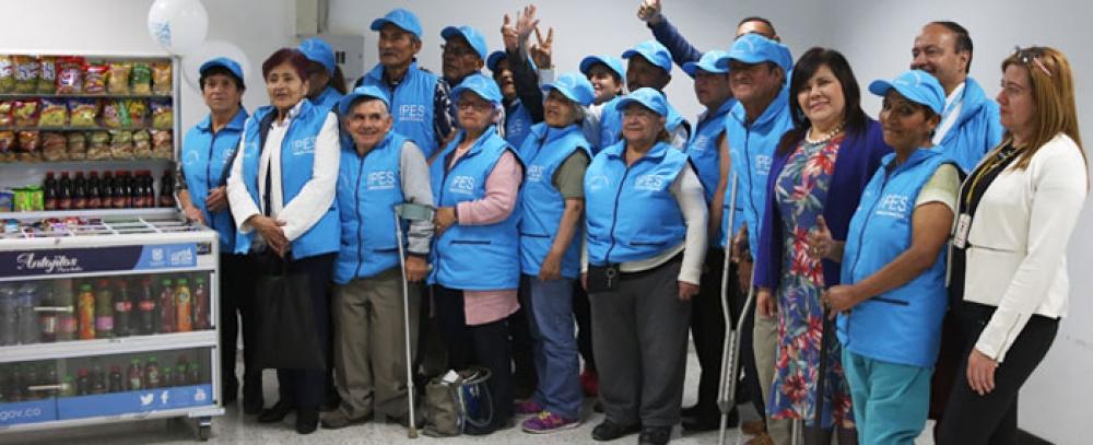 Alcaldía Mayor entrega 30 alternativas a vendedores informales en condición de discapacidad y adultos mayores