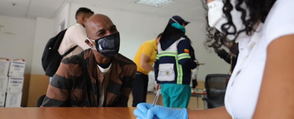 Gracias a la gestión del IPES vendedores Afrobogotanos reciben ayudas