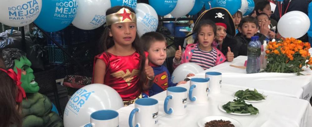La plaza Samper Mendoza celebra el festival de hierbas  y la fiesta de los niños