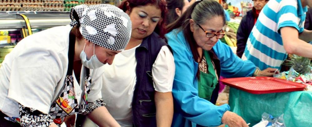 Plaza Distrital de mercado 12 de Octubre celebra su cumpleaños 65